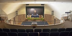 centro-congressi-assisi-domus-pacis-teatro-le-stuoie-disposizione-theatre-3-vista-alto